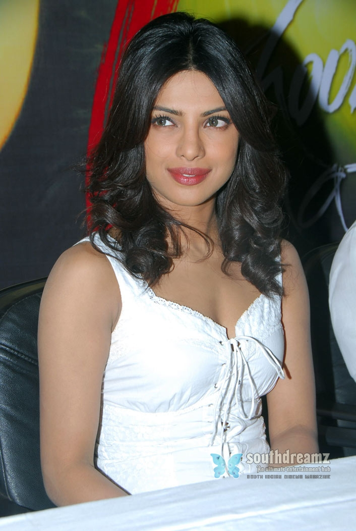 Actress Stills Priyanka Chopra New Stills