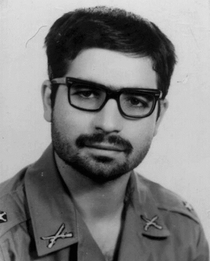 30 Pictures Of World Leaders In Their Youth That Will Leave You Speechless - Iranian President Hassan Rouhani In The Early 1970s While Doing Military Service