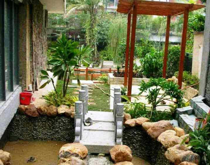 Bentuk Taman Minimalis Belakang Rumah Modern