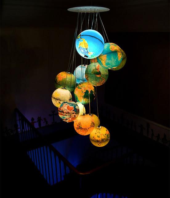 โคมไฟประดิษฐ์จากแผนที่ลูกโลก