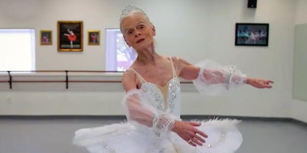 A idade é apenas um número para esta bailarina de 77 anos