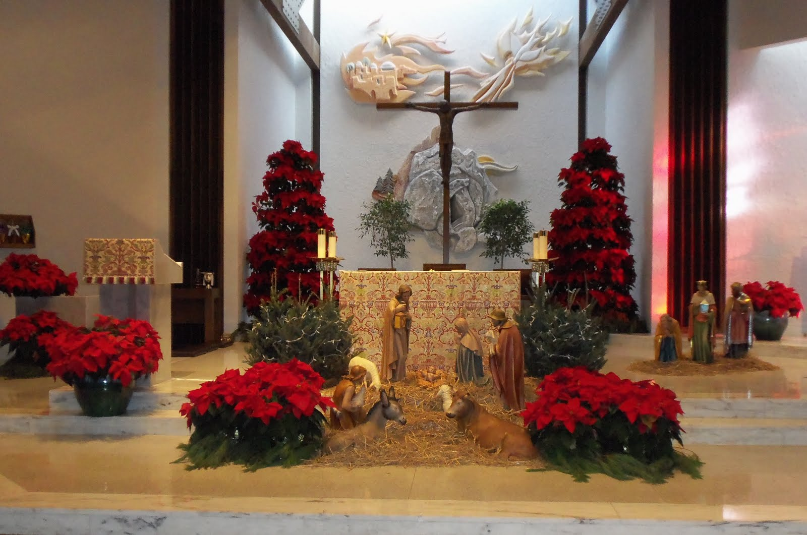 & A DEBBIE-DABBLE CHRISTMAS: CHRISTMAS IN OUR CHURCH