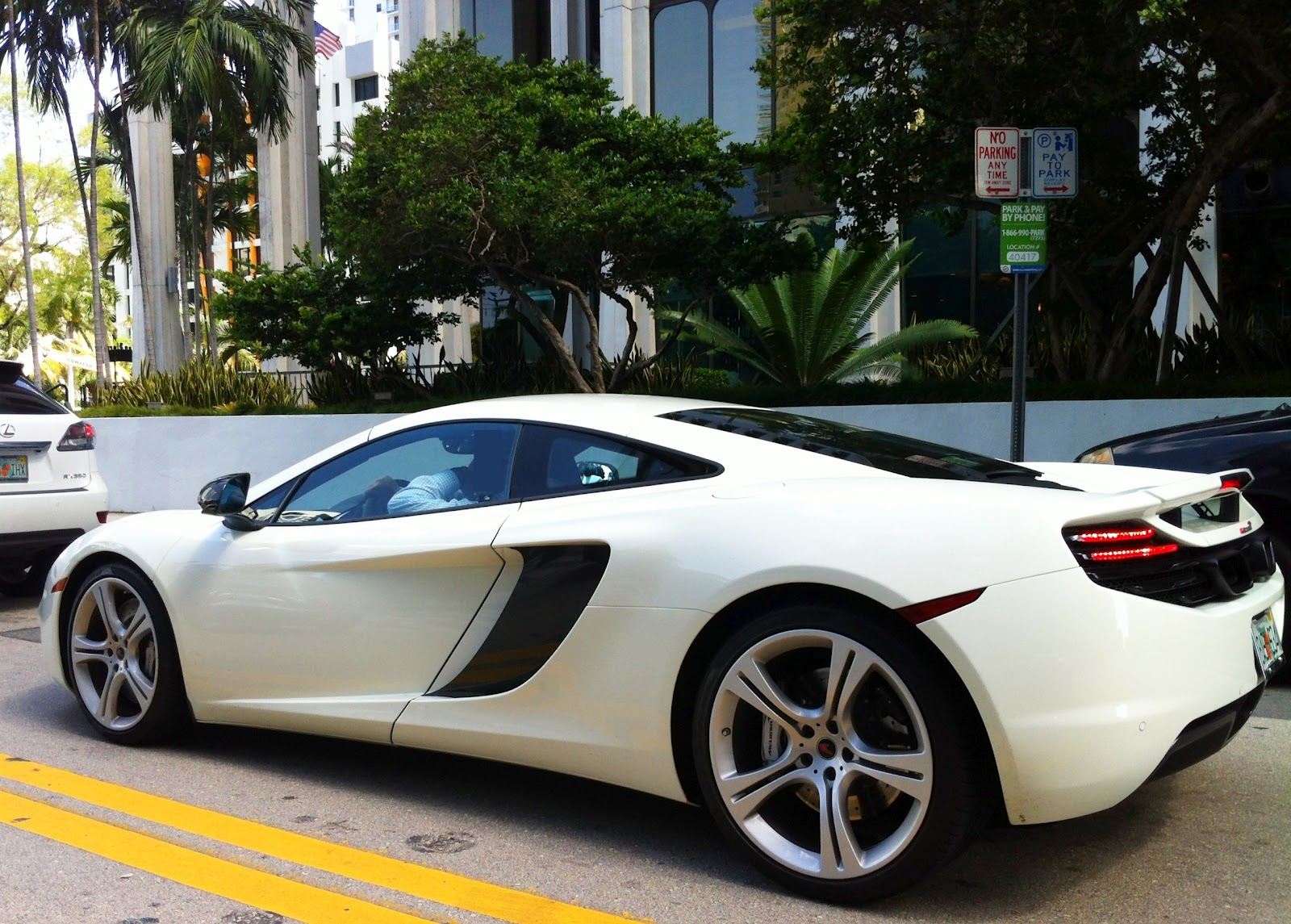 white mclaren mp4-12c on brickell ave | exotic cars on the streets
