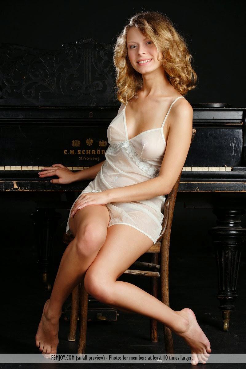 Belinda nackt
