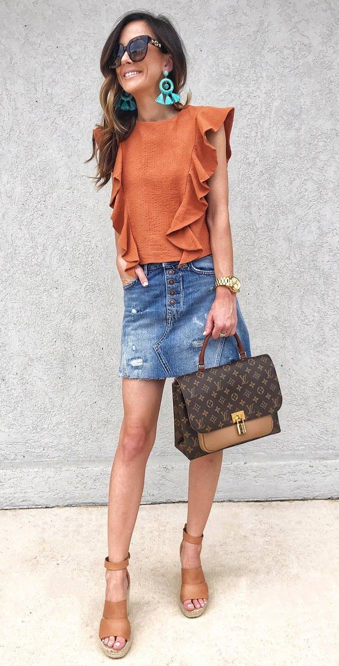 stylish look_ruffle top + denim skirt + brown bag + sandals