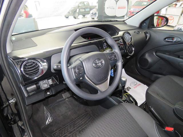 Novo Toyota Etios XS 1.5 Automático - interior - painel
