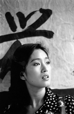 http://kafkasapartment.tumblr.com/post/146983503556/chinese-actress-gong-li-during-the-filming-of-to