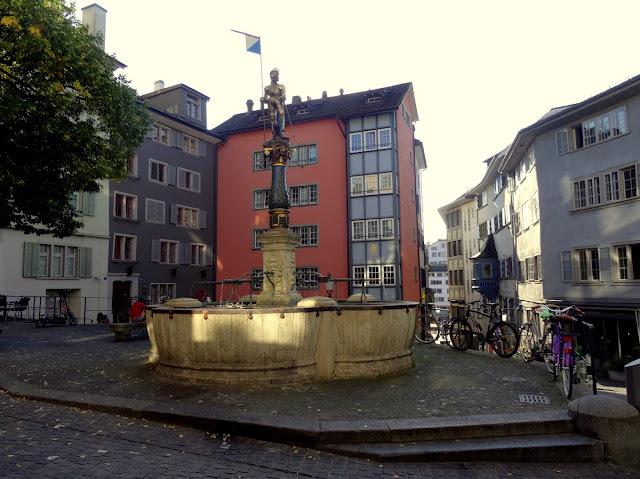 Stussihofstatt fountain square Niederdorf Quarter, Zurich Old Town