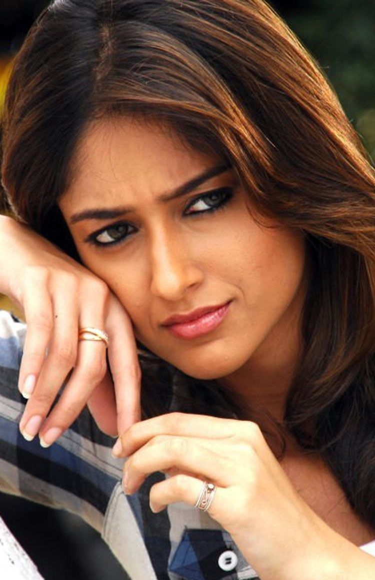 Bollywood Actress Ileana Hot CloseUp Face Photos In Blue Shirt