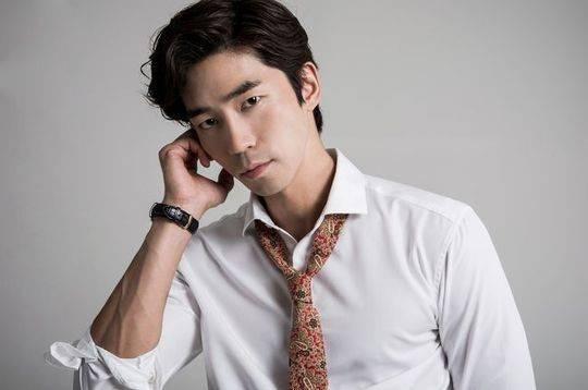 Umumkan Segera Menikah, Aktor Shin Sung Rok Rilis Foto Prewed Romantis