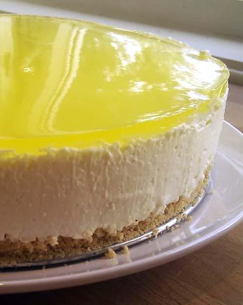 New York Cheesecake with Lemon Jello Topping
