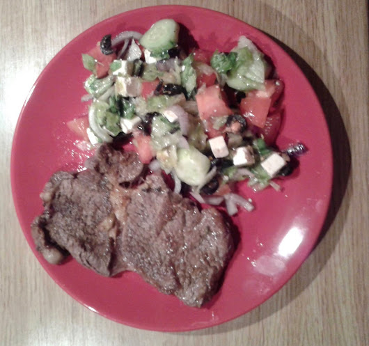 Beefsteak with greek salad