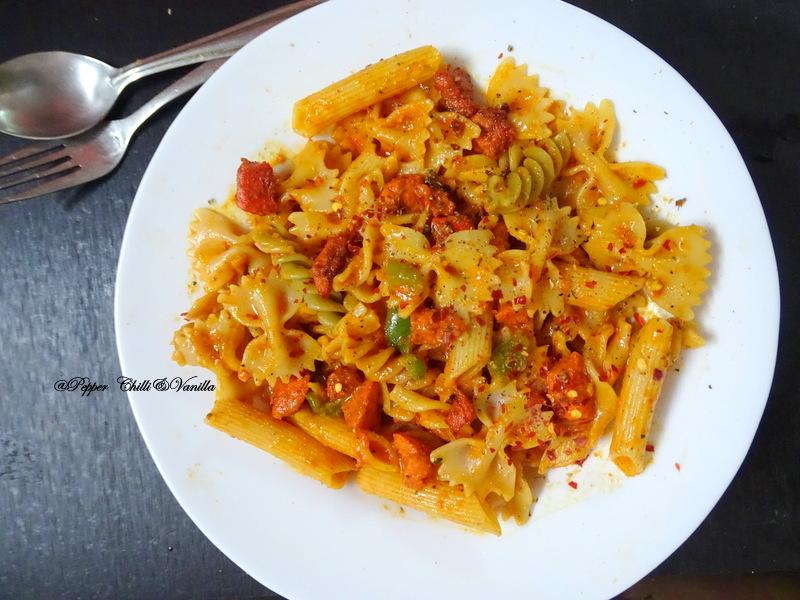 cheesy chicken tikka macaroni