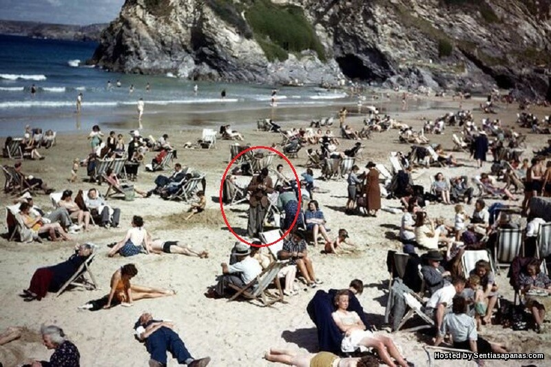 Misteri Gambar Tahun 40an Papar Lelaki Pegang Handphone!