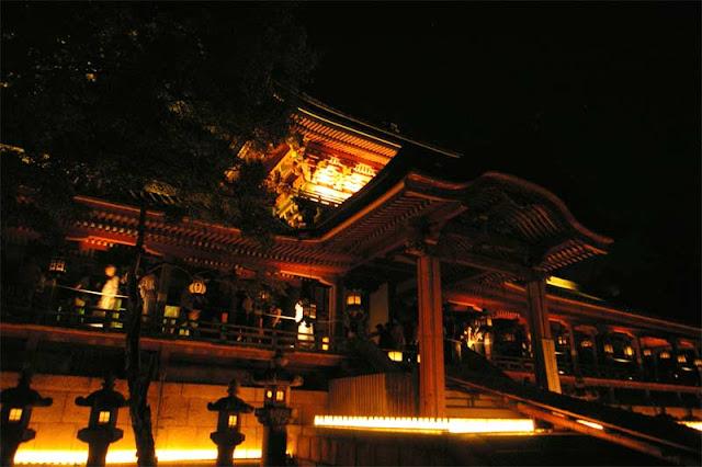 Iwashimizu Touryouka (Light-up event) at Yawata-no-Hachimansan Shrine, Yawata City, Kyoto