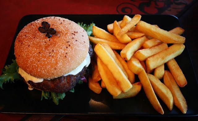 ravintola sohwi jyväskylä hampurilaistesti mallaspulla blogi giant burger