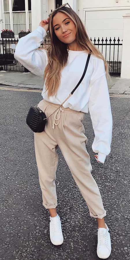 Oversized sweater, From knited jumpers to oversized jumper. Discover these 31 Cute womens jumpers that will totally embrace you. Jumper Outfits via higiggle.com #jumper #winterwear #style #cute