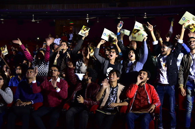 SRK Fans cheers during the trailer launch-min