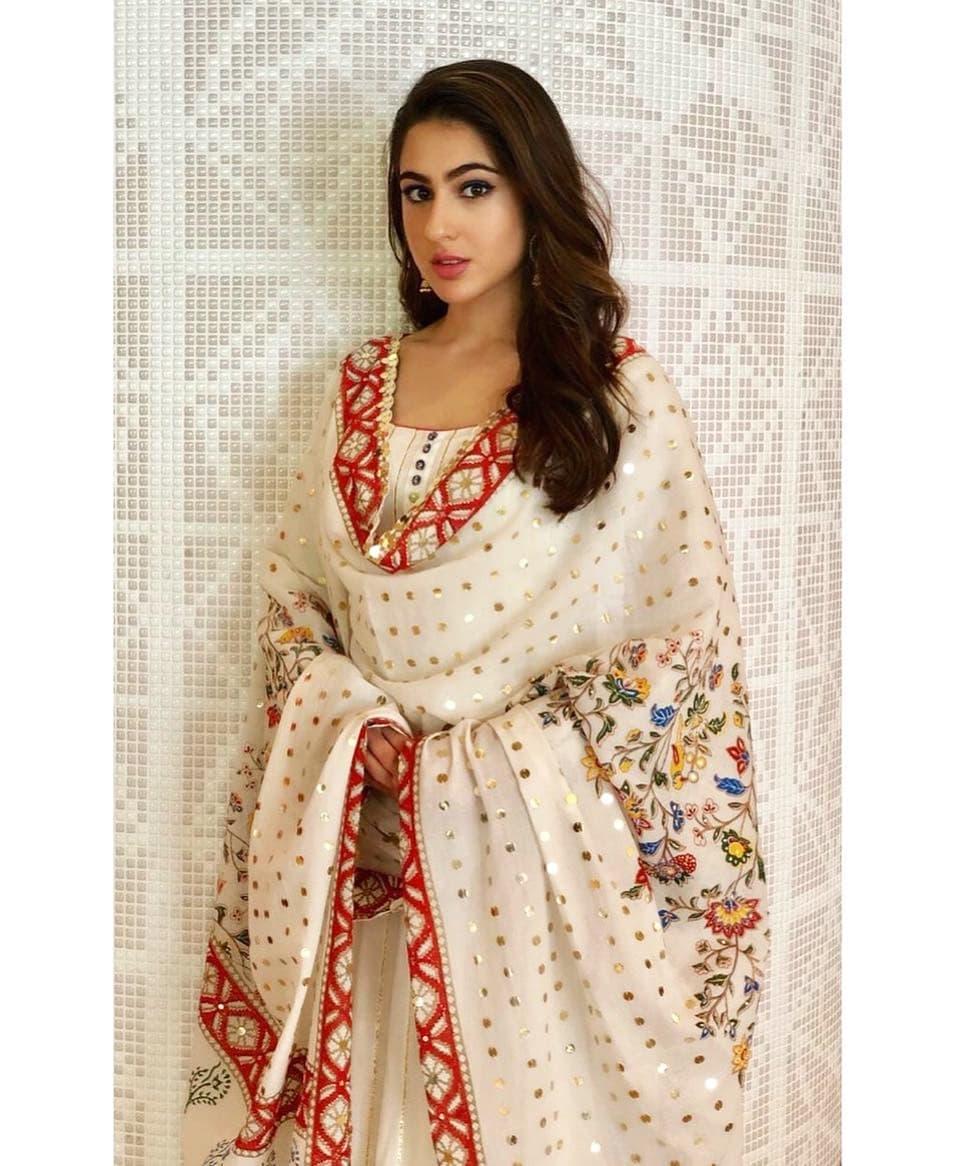 Download Sara Ali Khan Latest Official photos, Bollywood famous actress sara ali khan photos, HD HQ