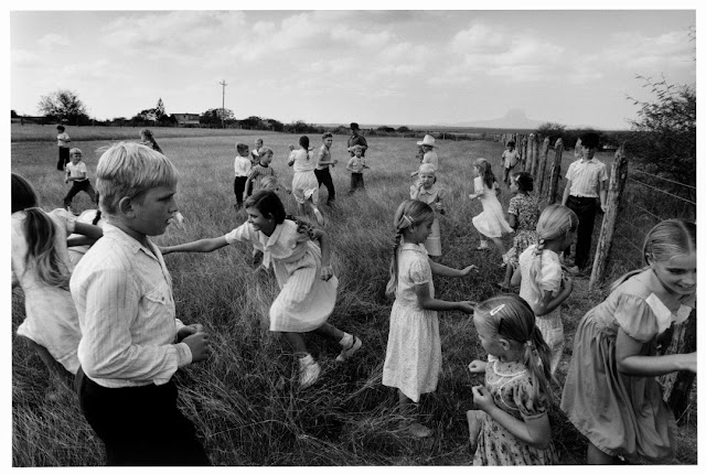 Retrospettiva su Larry Towell al Cortona on the Move