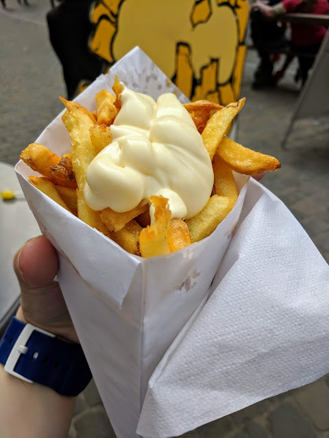 How to spend a 4 hour layover in Brussels: frites at Friterie Tabora