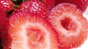 buah strawberry dapat memutihkan dan merawat gigi