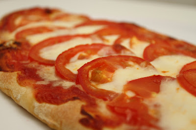 Tomaatti Mozzarellapizza