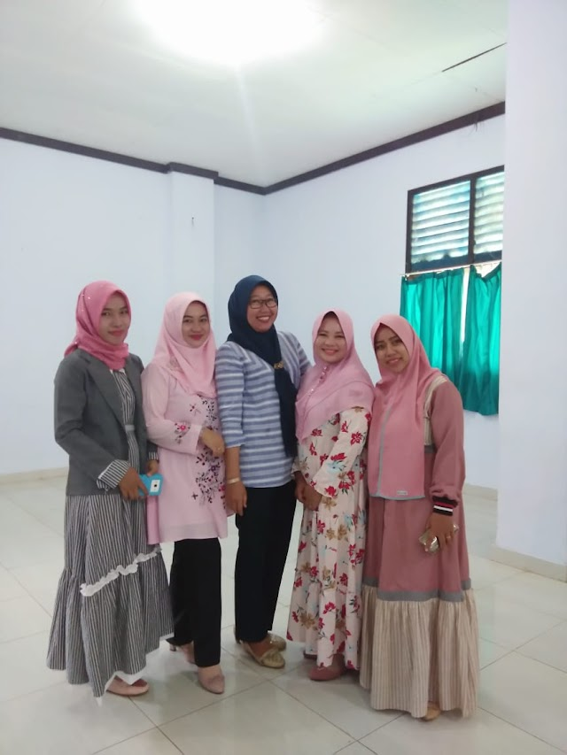 The Lecturers of English Department Invited to Sit in Workshop of Teaching English and Language Assessment in Polinela Lampung