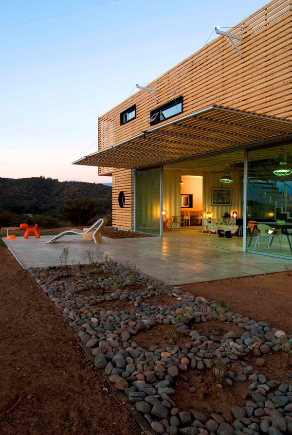 Shipping Container House with Dynamic Facade, Chile 9