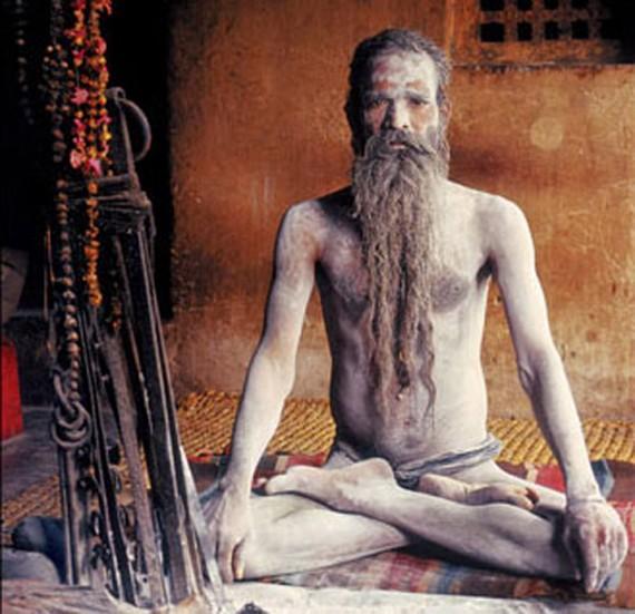 Gelapnya Kehidupan Para Pertapa Kanibal Di India