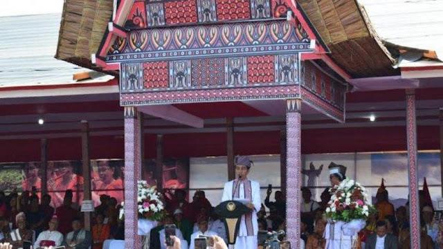 Jokowi dari Tana Toraja: Selamat Hari Natal...