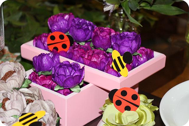 Decoração Jardim : Forminhas de Flores em Caixas com Borboletas e Abelhas de Papel