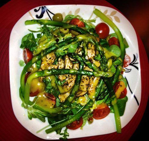 Sałatka z kurczakiem i szparagami