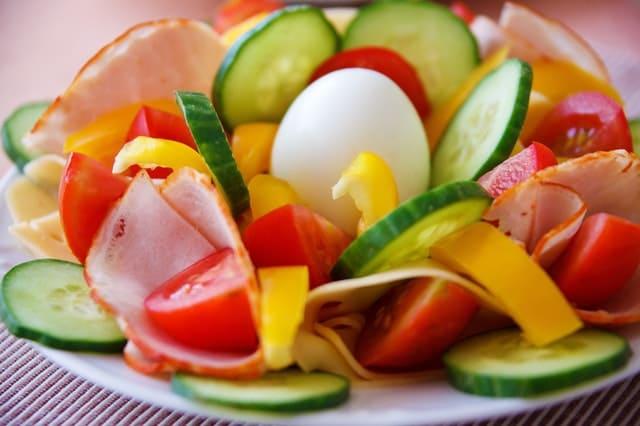 Perbanyak Makan Sayur Dan Buah Yang Mengandung Vitamin Vitamin Yang Diperlukan Untuk Kulit