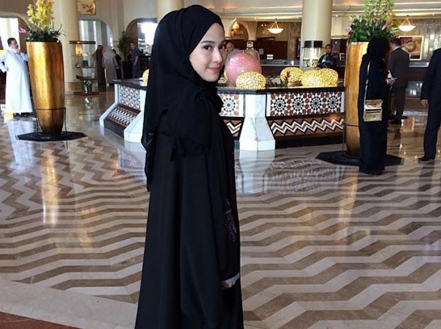 SD dan Gereja Ibunya Diincar Teroris, Dian Sastro Unggah Surat Al-Maidah