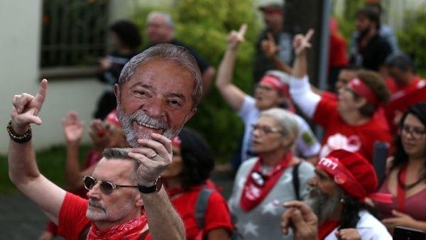 Lula afirma que nunca renunciará a la lucha por probar su inocencia desde Curitiba o prisión domiciliaria