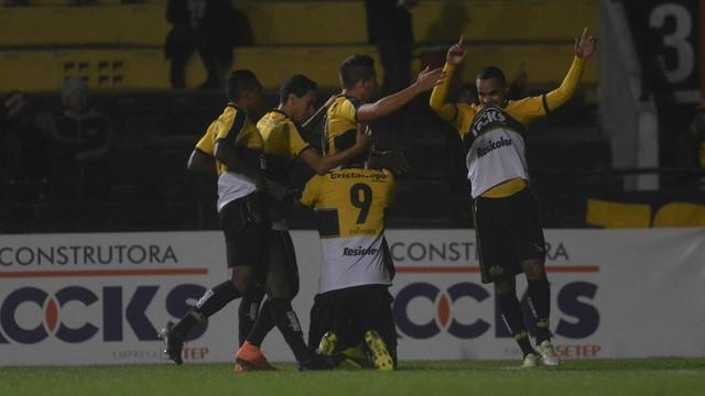 Criciúma bate o Goiás e assume a 3ª posição