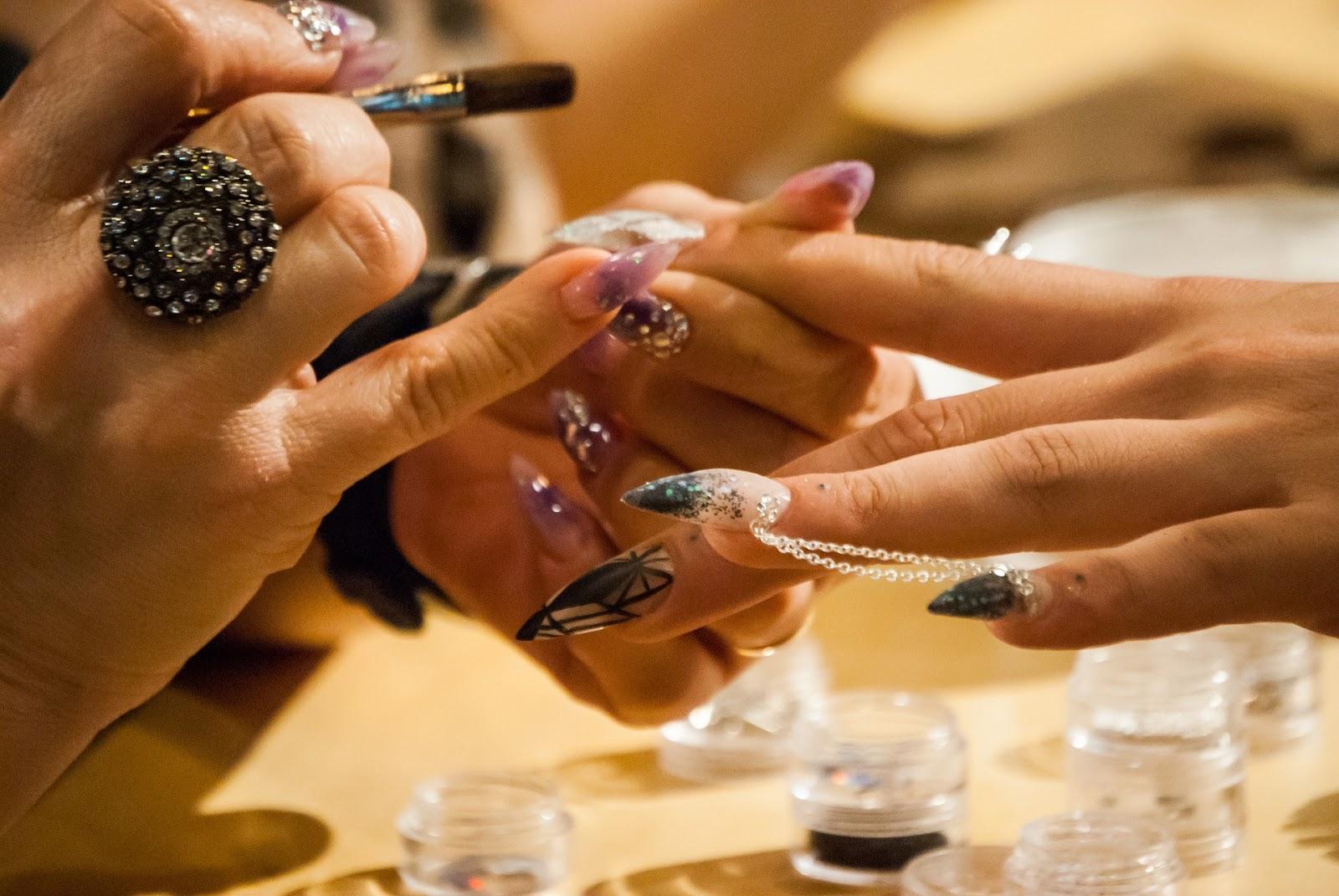 Od manicure do kryzysu
