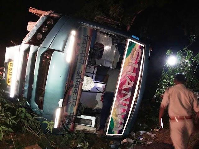 BREAKING JASHPUR -चिरमिरी से रांची चलने वाली सानिया बस अनियंत्रित होकर पलटी,देर रात कलेक्टर एसपी पंहुचे बगीचा अस्पताल