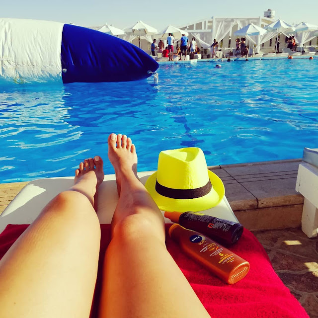 دوللي شاهين تشعل صيف لبنان بمايوهات ساخنة
