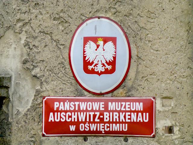 Auschwit - Birkenau placa del sitio como museo