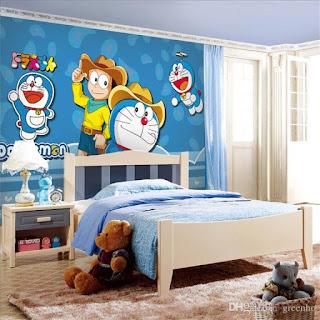 wallpaper tema doraemon dipasang didinding belakang kamar