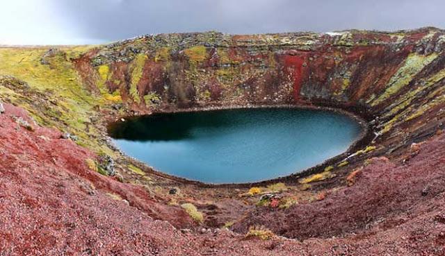 Danau kawah yaitu danau yang terbentuk di kawah atau kaldera vulkanik 10 DANAU KAWAH TERINDAH DI DUNIA