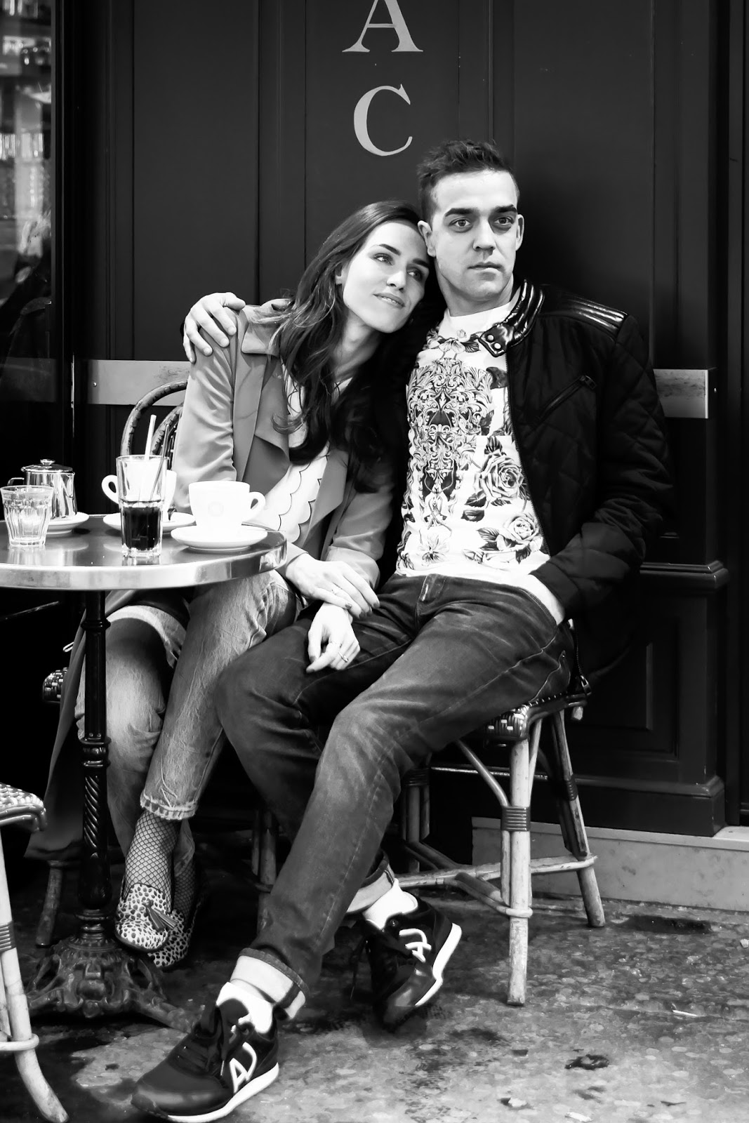 couple photoshoot paris montmartre