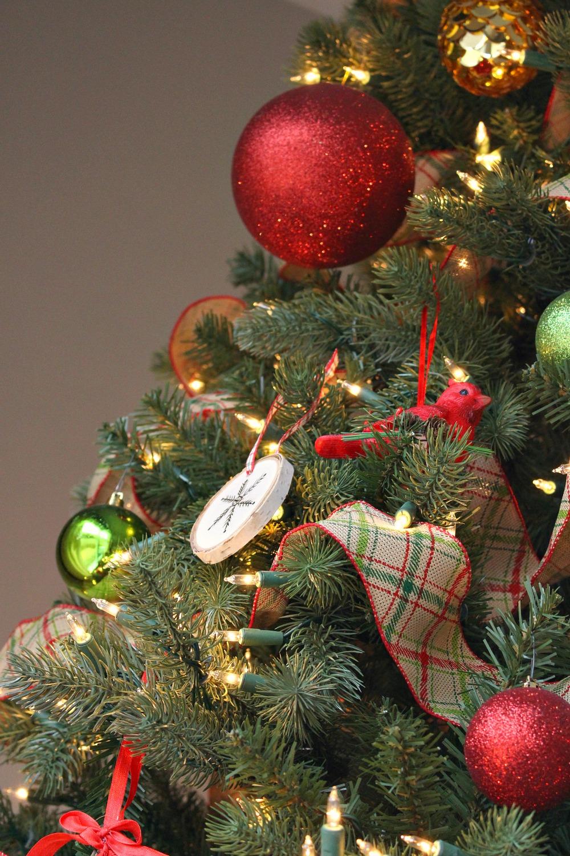 Rustic plaid ribbon tree garland