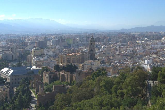 widok na katedrę Malaga, zamek Zamek Gibralfaro
