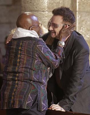 Bono y Desmond Tutu en Sudafrica en Octubre 2011 2