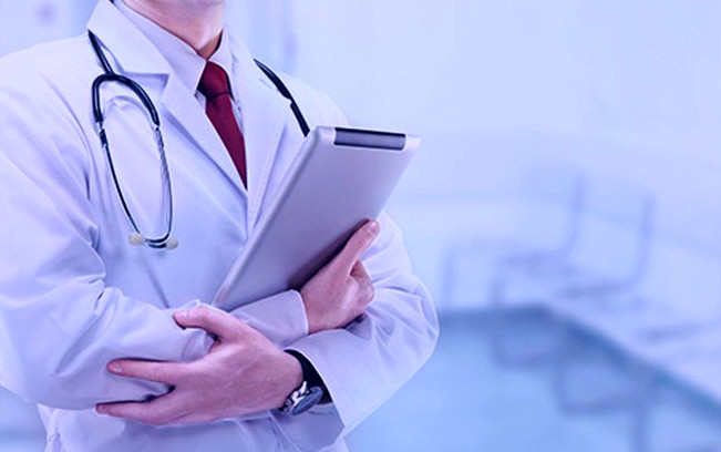 إصابة طبيب معروف بأكادير بأزمة قلبية إثر اعتداء شنيع من طرف مقاول.