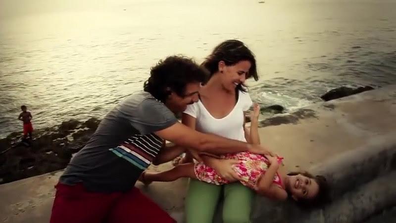 Roberto Carcassés - ¨Viene y va la felicidad¨ - Videoclip - Dirección: Andros Barroso. Portal Del Vídeo Clip Cubano - 06