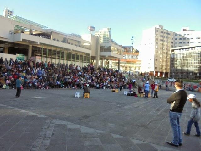 Cómicos callejeros se presentan en plaza San Francisco cada noche / JUBILETA2014.BLOGSPOT.COM